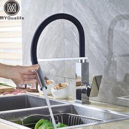 Torneira do bar cromado on-line-Chrome Black Pipe Torneira Da Cozinha One Handle Deck Montado Misturador Da Pia Do Banheiro Misturador Pulverizador de Mão com Barra de Suporte