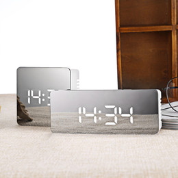 Radios de escritorio online-Mini LED Espejo Despertador Reloj de mesa electrónico digital Reloj Despertar luz Sin radio Snooze Nixie Clock For Kids