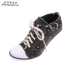 Повседневная обувь онлайн-New Fall Women Rivets Jeans Shoes  Designer Classic Casual Women Canvas High-heeled Shoes Lace-Up High Top