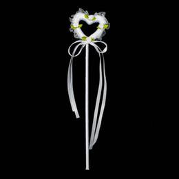 2019 bayas de rosas La mejor venta Dulce Corazón Flor de Seda Artificial Camelia Colorida Flor de Mano para la Boda Chica de la Mano Flores Envío Gratis