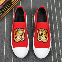 Wholesale dance fabrics - 2018 luxury Men tiger embroidery flat Shoes Fashion Hip hop walking dance Men Loafers leather Dress casual shoes size38-44 b34