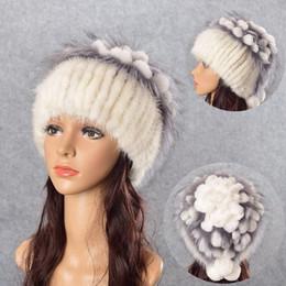 Sombrero de piel de invierno para mujeres Sombreros reales con flor de piel  de zorro plateado Gorros de punto Gorras Nueva gorra de alta gama para mujer  ... db19b3d1ff4