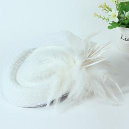 Boinas de lã branca on-line-Noiva Elegante boina De Lã gaze Feather flor Airline Stewardess Mulheres Brancas Fedora Caps Formais Senhora Chapéu Estilo Real DomeChapeu