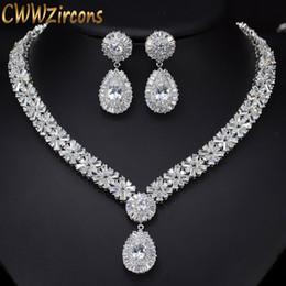 2019 conjuntos de boda de oro blanco cz CWWZircons White Gold Color Luxury Bridal CZ Collar y Aretes de Cristal Conjunto de Grandes Conjuntos de Joyas de Boda Para Novias T103 rebajas conjuntos de boda de oro blanco cz