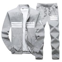 Hombres sudadera con capucha deportiva y sudaderas negro blanco Primavera otoño Jogger Sporting traje Mens SweatSuits chándales conjunto más talla M-4XL desde fabricantes