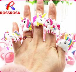 Anéis de dedo do bebê on-line-Misturar 30 estilos bebê crianças unicórnio dos desenhos animados arco-íris anel de cosplay acessórios do bebê do dedo anel de dedo brinquedos de natal presente de festa