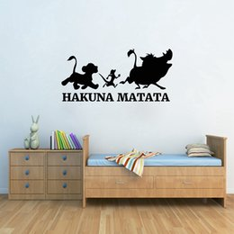 2019 decalques de vinil leão Hakuna Matata Adesivo de Parede Rei Leão de Vinil Adesivo Decalque para Sala de estar Crianças Meninos Quarto Quarto decoração de casa desconto decalques de vinil leão