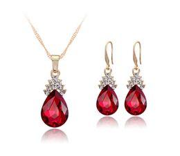 Gli orecchini della collana della goccia di acqua del diamante di cristallo mette la collana a catena dell'oro per le donne Insiemi dei monili di cerimonia nuziale di modo 3 colori da