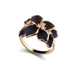 9d4b77c3d785 QCOOLJLY Hotting anillo de la joyería de la venta con color oro rosa  cristal austriaco negro esmalte flor anillos de boda para mujeres