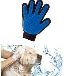 Собака расчесывать перчатки онлайн-Дешевый Pet Dog Cat Ванна Уход Перчатки Кисти Собаки Чистящий Массаж Расческа для Волос И Перчатки для Удаления Меха Пять Пальцев Синий
