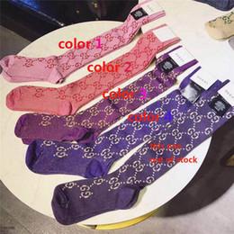 Chaussettes femme design Marque lettre Motif avec boite d'origine rayée Chaussettes Designer Unisex Bas coton sport Chaussettes causales ? partir de fabricateur