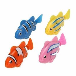 Wasserspielzeug online-1 STÜCKE Kinder Aktiviert Roboterfische können Farbe Zufällige Fische Elektrische Spielzeug Haustier Mit Wasser Geschenk für Kinder