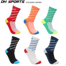 2019 calcetines de bolos al por mayor Calcetines deportivos de marca profesional de alta calidad Calcetines de bicicleta de carretera transpirable Deportes al aire libre Carreras de ciclismo