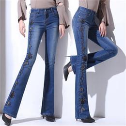 0d5ccc69818b7 Nouvelle femme Jeans Bell Bottom Jeans brodé main haute Stretch Womens  évasé pantalon dames fleurs broderie bleu promotion bell bottom jeans