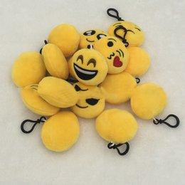 bonitinho mini mochilas por atacado Desconto Emoji Chaveiro 6 cm Atacado Mini Bonito Plush Mochilas Travesseiros Chaveiro Decorações Crianças Adultos Fontes Do Partido Favores Presentes Frete Grátis