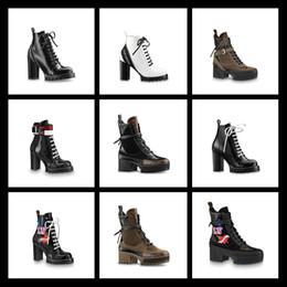 alta scatola rotonda Sconti 2018 High Platform Fur Boots per donna Stivaletti da combattimento per donna in vera pelle Fashion Designer Hot