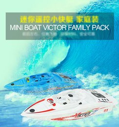 Wholesale remote control water toys - Funny Mini RC boat electric toy for boys children indoor water toys gift with wireless remote control speedboat present