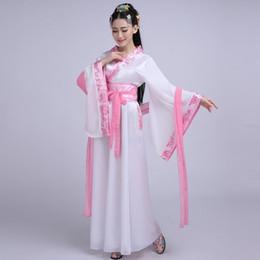 Le sette fate e la concubina imperiale dell'antica sfilata in costume vestono abiti Han di taglia grande da
