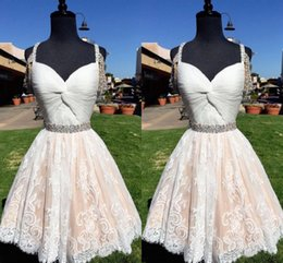 3cee9f122a9 Off The Houlder Lace Short Homecoming Vestidos Sweetheart plisado gasa  rebordear blanco Champagne Backless Prom Vestidos Vestidos de fiesta