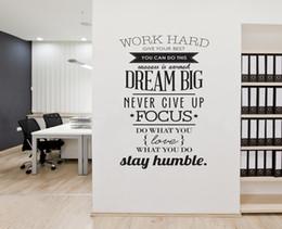 2019 adesivo decorativo per ufficio 50sets / lot 100 * 56cm Non smettere mai di lavorare duro Dream Big Motivation Adesivi murali Stickers da parete ufficio arredamento camera sconti adesivo decorativo per ufficio