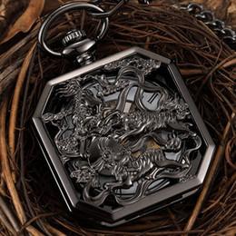 2019 relógios suíços Luxo Chinês Mascote Leão Preto Mecânico Relógio de Bolso Homens Vento Mão Retro Oco Esqueleto Fob Colar Assista Com Cadeia de Presente relógios suíços barato