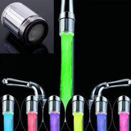 Grifos de cocina luces led online-Grifo de agua LED Luz cambiante colorido resplandor Cabeza de ducha Grifo de cocina Aeradores Nuevo