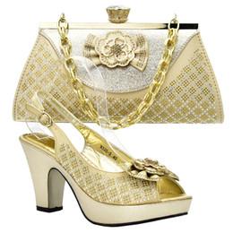 Nuove scarpe da donna italiane di arrivo e set di borse decorate con scarpe  di strass 7c186fe54e8