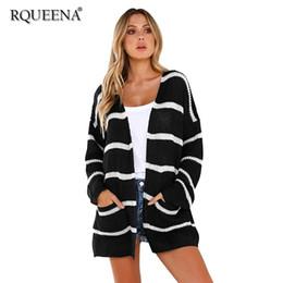 fdb79f0021d Ropa de mujer de punto negro y blanco a rayas Cardigan 2018 otoño invierno  para mujer Sexy chaqueta de punto Sweater suelto con bolsillo rebajas  cardigan de ...