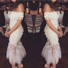 Graue spitzenhochzeit online-Elegant von der Schulter Hochzeit Abendkleider mit Spitze Blumen Tee Länge Robe De Soiree 2019 Günstige Hot Cocktail Club Brautparty Kleider