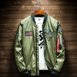 2019 uniformes del ejército Ejército Verde Bomber Chaqueta de Los Hombres de Moda Bandera Americana Diseños de Parche Piloto Chaqueta Cintas Cremallera Bolsillo de Béisbol Uniforme Masculino Abrigo uniformes del ejército baratos