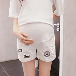 e49264ad3 Pantalones cortos de maternidad blanco verano nuevas mujeres embarazadas  agujero rasgado pantalones cortos de bolsillo pantalones vaqueros flojos de  moda ...