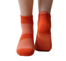 Kinder socken großhandel online-Park Trampoline Socken Antiskid Baby Erwachsene Innen Socken Rutschfeste Silica Gel Socke Kinder springen Bounce Socken Großhandel