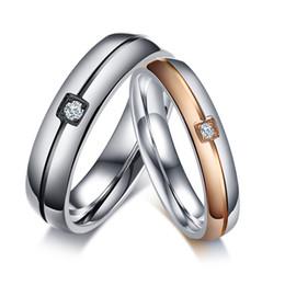 Bande di impegno incise online-Incisione gratuita 2 tono anello in acciaio inox cristallo cubic zirconia pietra intarsiato coppia paio di gioielli per san valentino fidanzamento di nozze