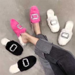 2019 peles finas 2018 outono Europeu Americano de inverno fino couro genuíno quente chinelos de pele de cristal doce strass dedo do pé redondo menina sapatos baixos peles finas barato