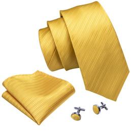 2019 vestidos amarillos sólidos Corbata de seda tejida jacquard de color sólido amarillo con pañuelo y puños al por mayor Nueva colección de vestido de boda de negocios N-5091 vestidos amarillos sólidos baratos