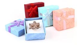 Boîte à bijoux de 4 couleurs différentes principalement pour boucles d'oreilles Bague Emballage et affichage de bijoux 4x4x2.5CM Grande qualité ? partir de fabricateur