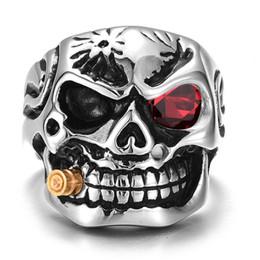 bagues en solitaire en acier Promotion Bague homme tête de mort solide gothique Punk Biker Rider yeux rouge / blanc Vintage bague en acier inoxydable squelette doigt anneaux hommes bijoux