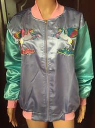 2019 più la giacca ricamata di formato Plus Size Stitch Ricamo Rainbow Unicorn Cloud ricamato Satin Silky Bomber Giacche da baseball Kawaii Lolita Outfit Silk Coat più la giacca ricamata di formato economici
