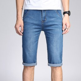Mens Jeans Shorts 2018 Neueste Spandex Stretch Denim Jeans Wadenlänge Shorts  Light Blue Wash Style Slim Fit 154a4a5f32
