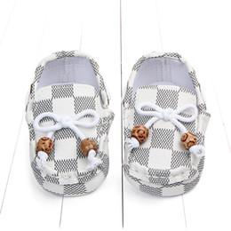 scarpe da ginnastica del primo camminatore del bambino Sconti Nuovo modo plaid delle ragazze dei neonati bambini primi camminatori infantili Handsome Sport Classic antiscivolo scarpe morbide suola delle scarpe da tennis Prewalker