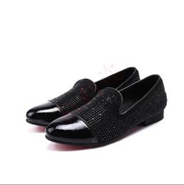 Schuhe männer kleiden europa online-2018 neue Stil Europa Bling Lederschuhe Strass Mode Herren Kleid Hochzeit Schuhe Männer Casual Diamant Spitzschuh Loafers S404