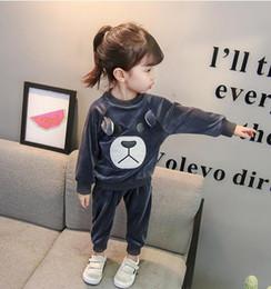 Argentina 2018 otoño e invierno ropa para niños niñas coreanas traje de terciopelo dorado de dibujos animados de manga larga oso de dos piezas Suministro