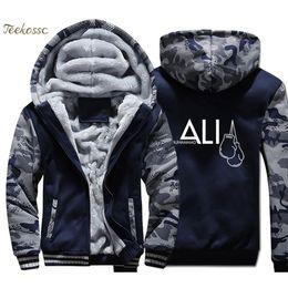 Homem camuflagem azul inverno casaco on-line-MUHAMMAD ALI Homens Hoodie Azul Escuro Camuflagem Moletom Com Capuz Casaco 2018 Inverno Quente Velo Grosso Jaqueta Impressão Plus Size 4XL