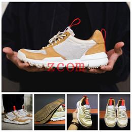 Tom Sachs x Craft Mars Yard 2.0 TS Scarpe da corsa della NASA per uomo AA2261 100 Natural Sport Red Scarpe della scarpa da tennis della moda