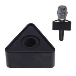 Logos de micrófonos online-OOTDTY ABS Plastic Microphone Entrevista Triangular Logo Flag Station Negro / Blanco Durable