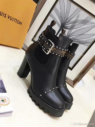 Las mejores nuevas marcas de las mujeres calientes genunie botas de cuero logotipo de la marca de lujo de moda bota reina de tobillo bombas zapatos de cuero de gama alta desde fabricantes