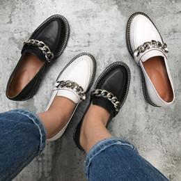 2019 chaussures plates en cuir pour femme Printemps véritable cuir casual chaussures femmes chaîne en métal décor talon plat bout rond mocassins concis chaussures femmes chaussure femme promotion chaussures plates en cuir pour femme