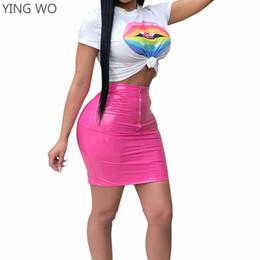 2019 paquetes en línea Patrón de labios impresos camisetas de cultivos blancos Top azul / amarillo / rojo / fucsia Cremallera frontal de cuero de la PU paquete caderas Mini faldas trajes en línea paquetes en línea baratos