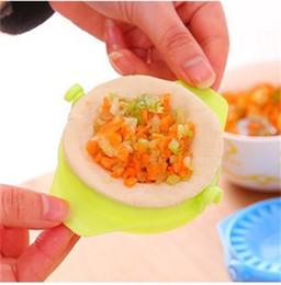 Wholesale mold dough - DIY Practical Kitchen Dumpling Tools Maker Mould Wrapper Dough Cutter Pie Device Dumplings Making Mold Gadgets Hot Sale 0 22jj Z