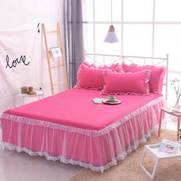 2019 colcha reina rosa roja Princesa de lujo de la cama falda de la boda coreana conjuntos de cama de encaje blanco rosa de la colcha roja falda de la cama funda de almohada 3 unids niñas textiles para el hogar rebajas colcha reina rosa roja